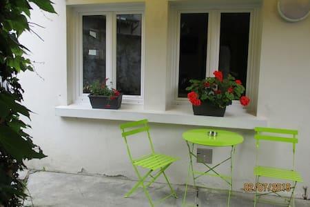Petite maison avec cour au coeur de la ville - Bagnères-de-Bigorre