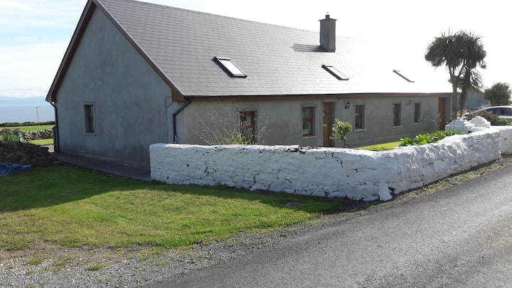Ballyheigue, Kerry cottage with scenic sea view