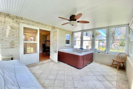 Bedroom in Spacious House, Pool Table, TV
