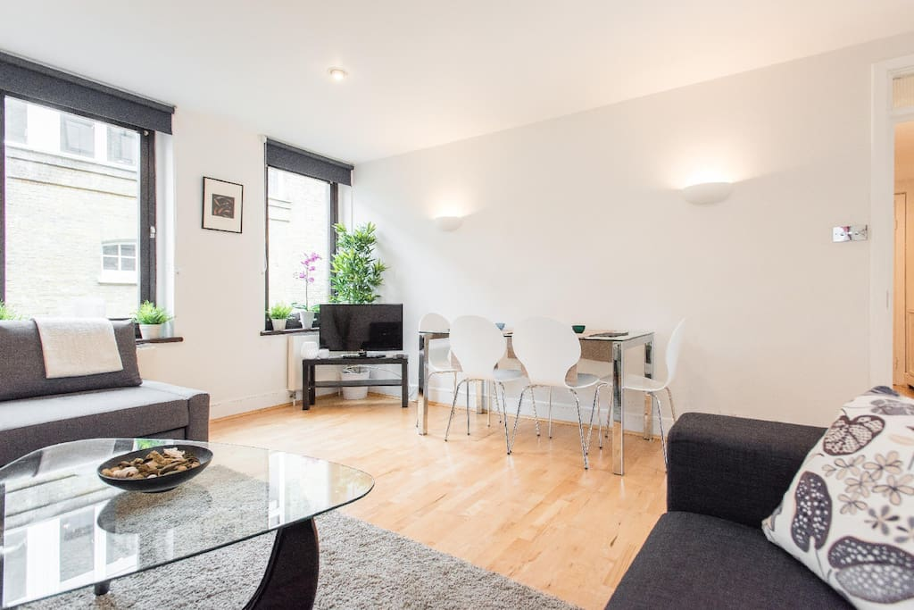 Large lounge with comfortable furniture, large bright windows, and view into Covent Garden, free digital TV