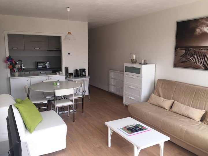 Renovated studio 150m from the beach (+ parking)