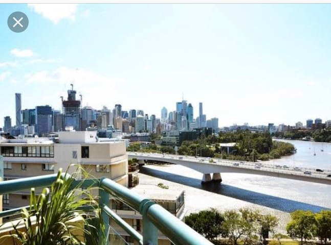 Southbank City & River views, pool,gym/parking