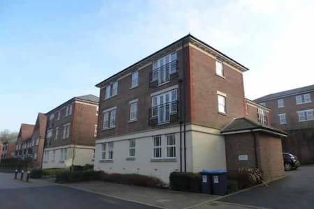 2 Bedroom Flat in Bolnore Village, Haywards Heath - Haywards Heath