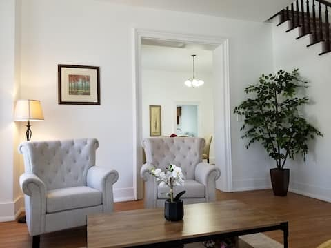 Cozy Home in Historic Downtown - Sanitized