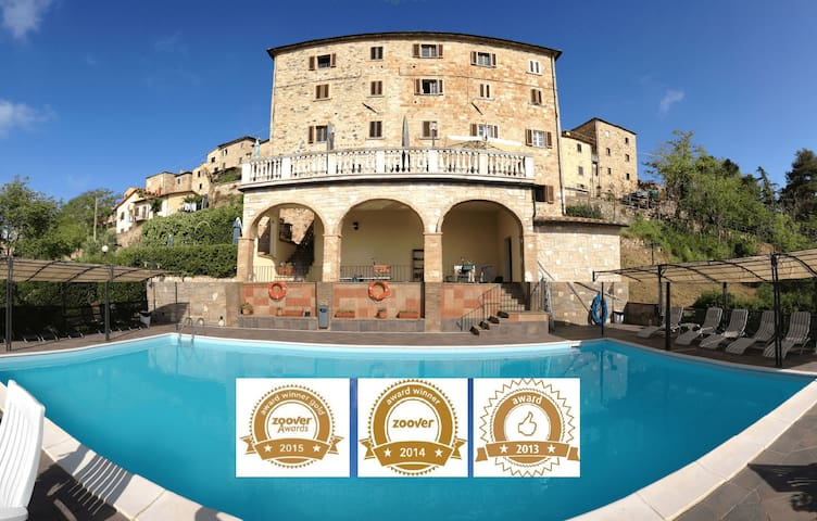 Apartments in the Center of Tuscany with pool - Montecastelli Pisano - Apartamento