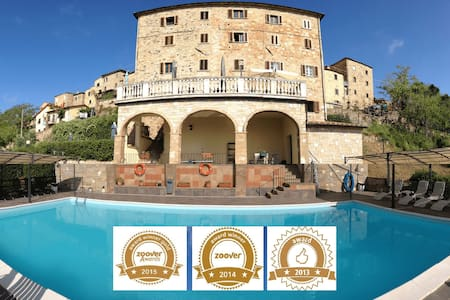 Apartments in the Center of Tuscany with pool - Montecastelli Pisano