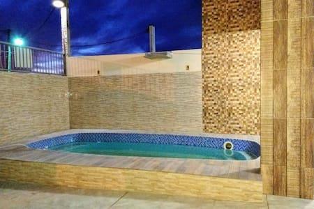 Casa com piscina próximo a praia