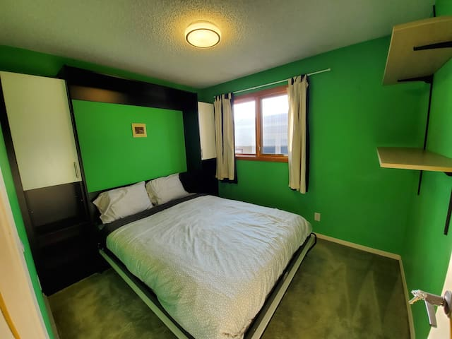 Bright & Clean, The cozy room close by SAIT