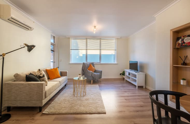 Box Hill Low-rise Sizeable 2 Bedroom Apartment