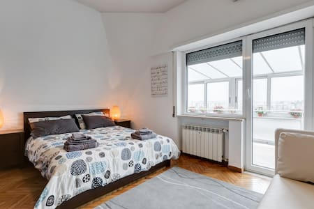 Swanky two-bedroom apartment right by the Metro - Rom - Wohnung