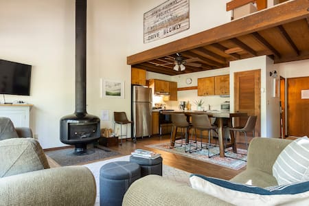 Updated Ranch Cabin w/1pm Check-In! WiFi-Sleeps 4