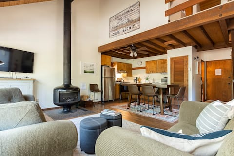 Updated Ranch Cabin w/2pm Check-In! WiFi-Sleeps 4