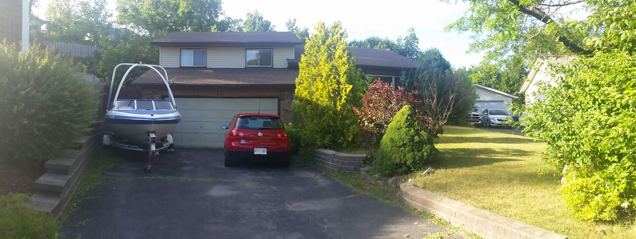 2B, 1 Couch, 5 min from 401 - Quinte West - House