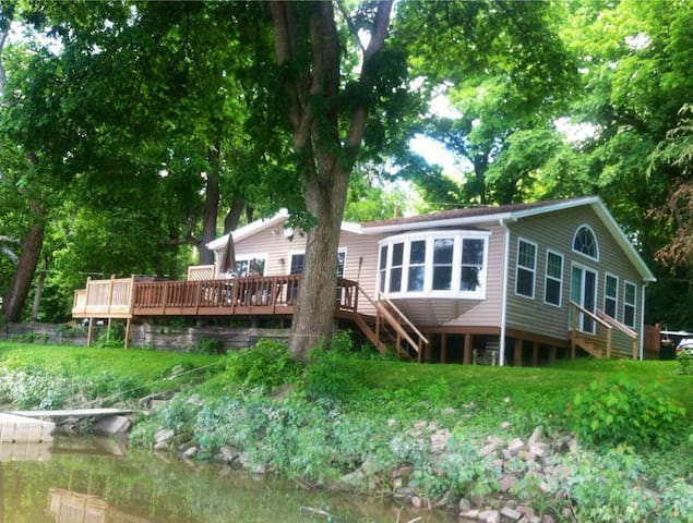 Waterfront 3 Bedroom Cottage With Kayaks & Canoe! - Waterville - Hus