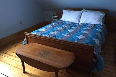 Gorgeous Get-Away in downtown Pbro. - Peterborough - Casa