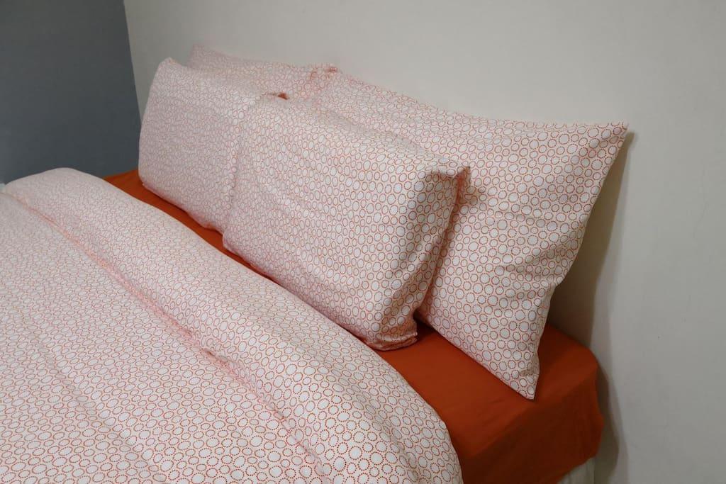 提供記憶枕與棉絮枕,滿足您睡的需求