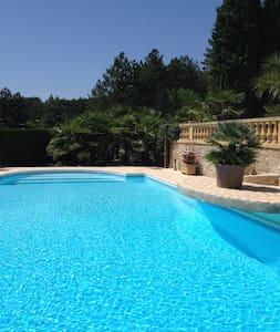 Périgourdine avec grande piscine - Trélissac