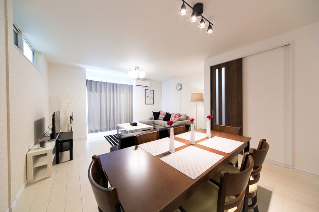 Very stylish and widely living room. It is located about 10min from Tennoji and 15 min from Namba.