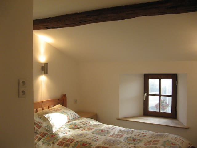No 5: Single room with guest shared bathroom