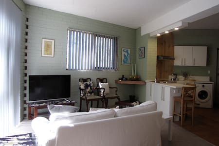 Spacious, secluded Montmorency apartment - Montmorency