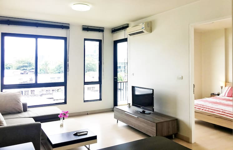 Large 1BR + Pool/Gym in Green Oasis, 5min to BTS