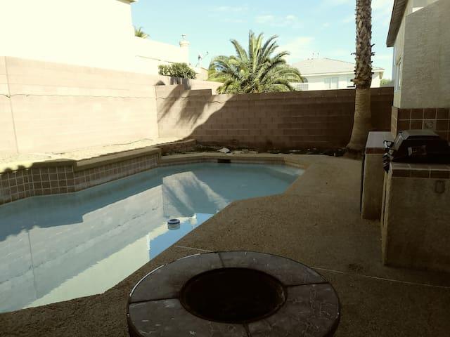 Beautiful 6 bedroom home w nice pool & billiard!!