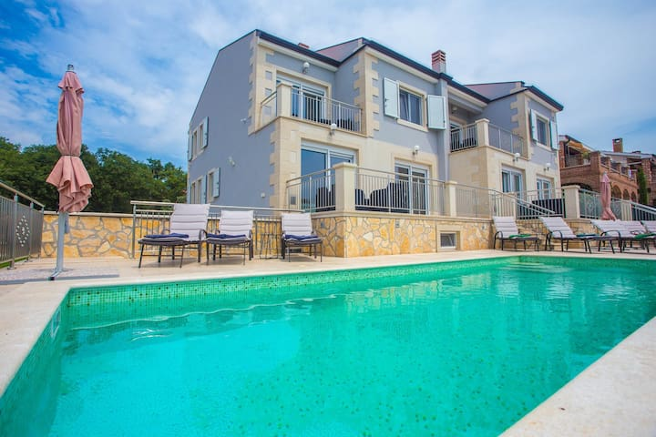 Villa Sunce with Common Pool in Kastelir / Apartment Sunce I with Common Pool for a Couple