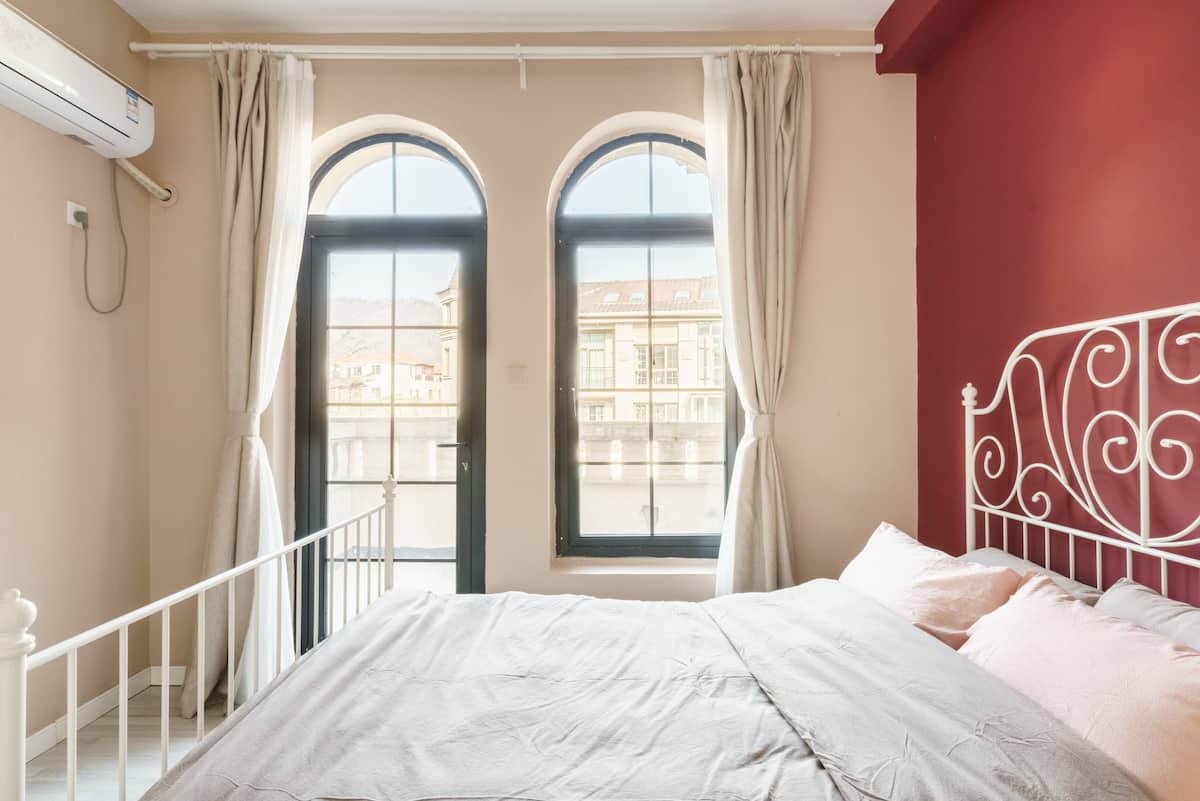 [立夏特惠]《住在工作室》青岛崂山景区花园露台欧式大床房