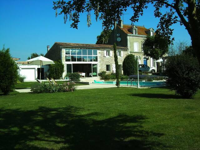 LA FAVRELINE CHAMBRE  D HOTES - Soulignonne - Haus