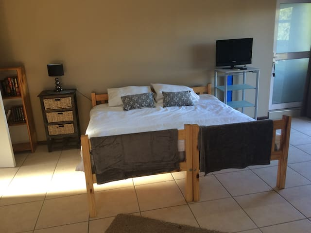Downstairs luxury apartment - Oudtshoorn - Wohnung