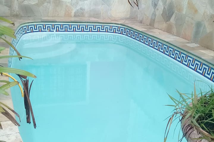 Casa com  piscina à 50 mt da praia #Deusdeamor