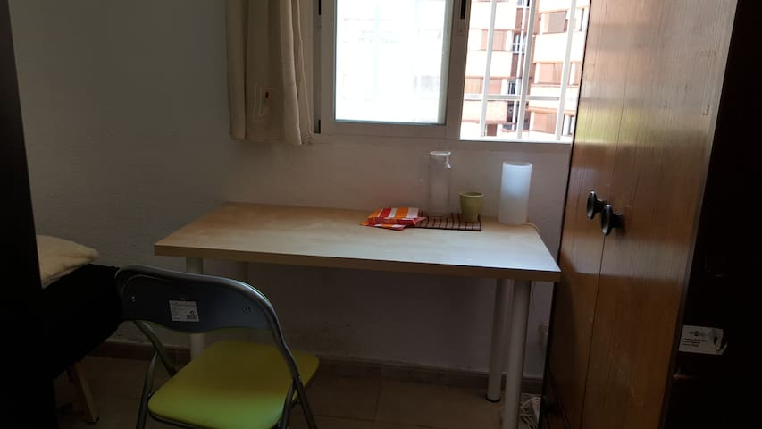 Simple and comfortable room inthe center of madrid