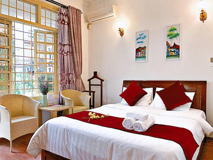 Dragonfly Homestay: located in Hanoi Old Quarter.