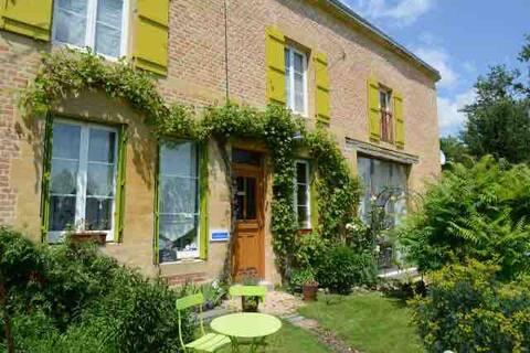 Cottage spacieux en Ardennes avec grand jardin