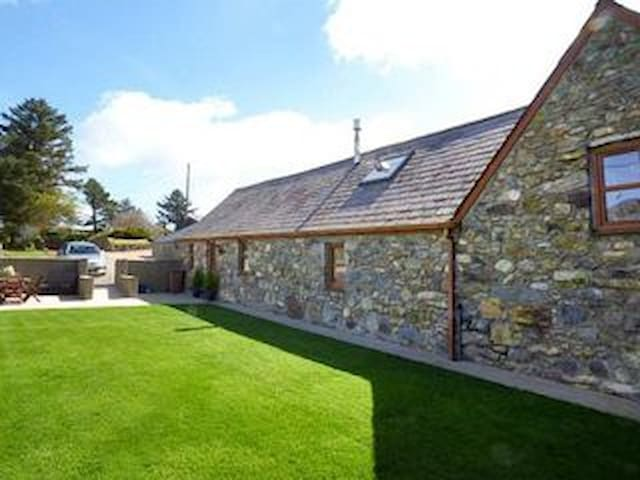 Cae Garw barn Abersoch, enclosed garden for pets .