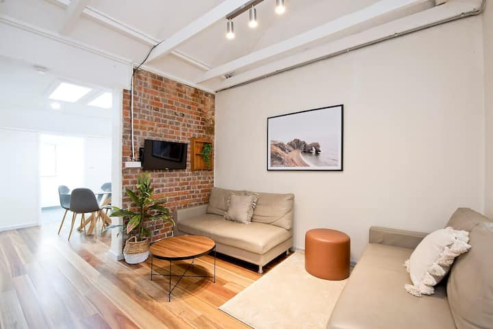 Dec Special ** Inclu Free Parking** Darlinghurst Cottage