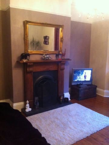 Convenient terrace house local to the train station and town centre.