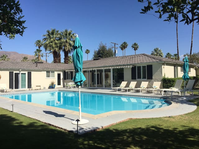 Home of celebrity Bob Hope - Guest House