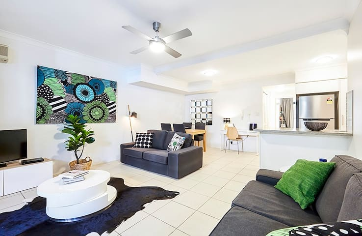 Quiet ground floor apartment. Short walk to CBD. - Spring Hill - Apartment