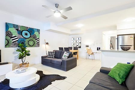 Quiet ground floor apartment. Short walk to CBD. - Spring Hill - Appartement