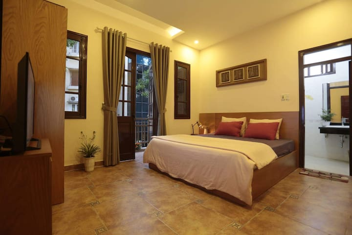 Hanoi Balcony - TULIP ROOM