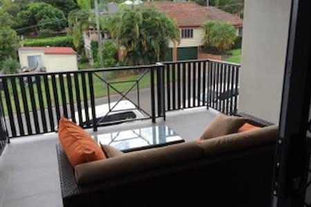 Modern apartment near Brisbane - Leilighet