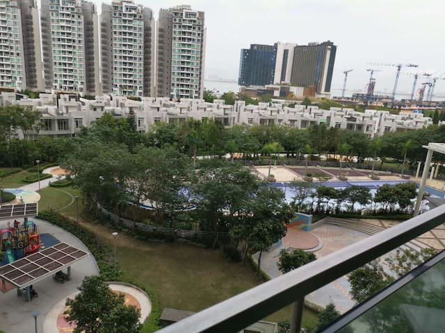 Room with nice view near airport, MTR, HZMB