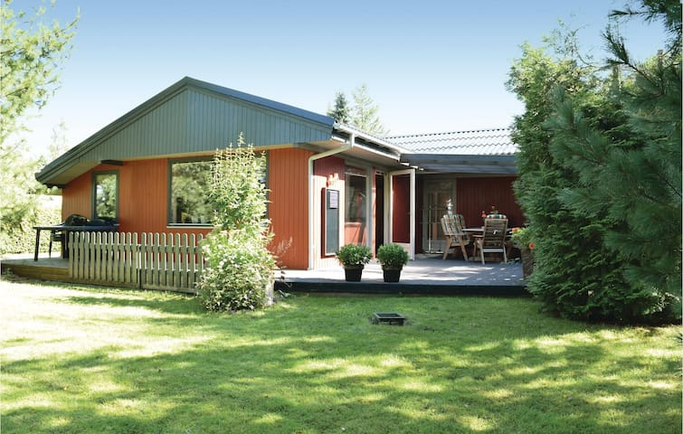 Holiday cottage with 3 bedrooms on 96 m² in Fårvang