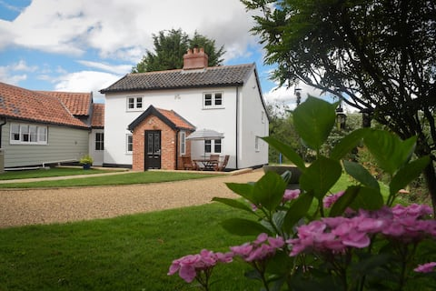 Skeetsmere Farm, a cosy cottage country retreat