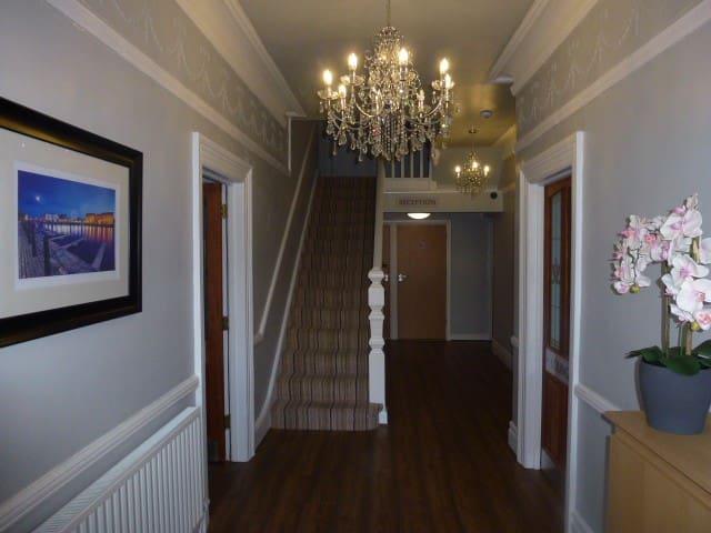 Orrell Park Hotel - Bed & Breakfast