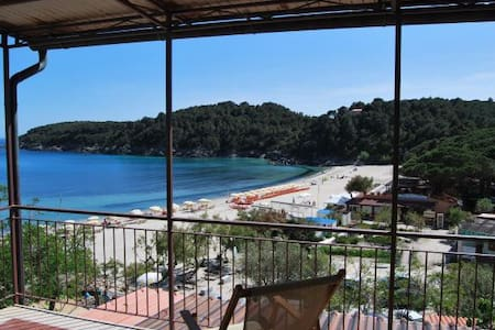 Directly next to the beach - Apartment Fetovaia Elicriso
