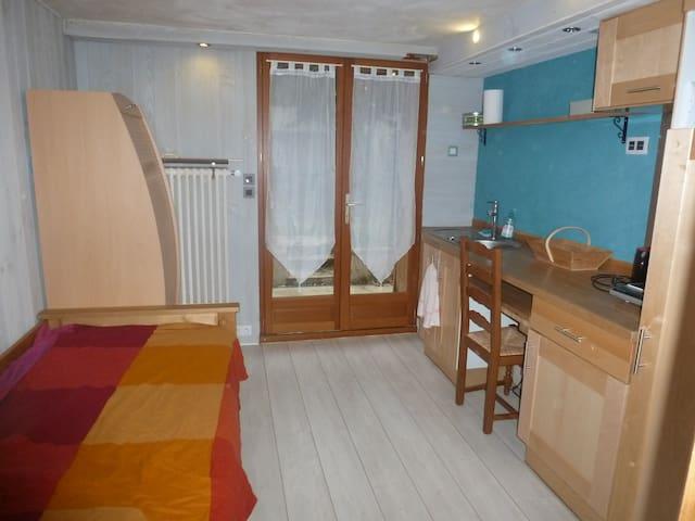 Joli petit studio dans villa près de Grenoble - Saint-Egrève - House