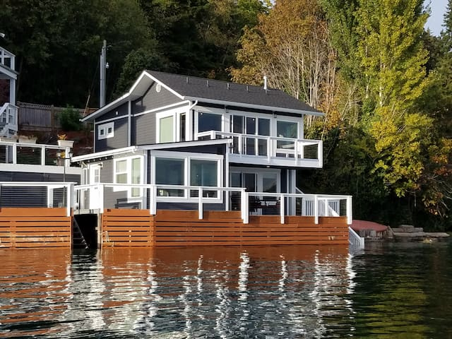 Captain's House- Waterfront-Sleeps 6   New - Gig Harbor - Hus
