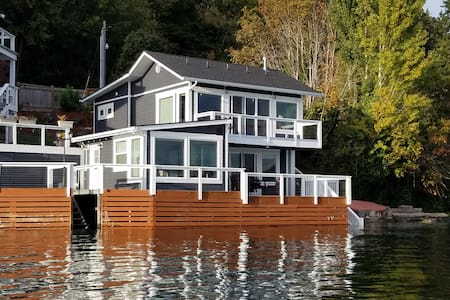 Captain's House- Waterfront-Sleeps 6
